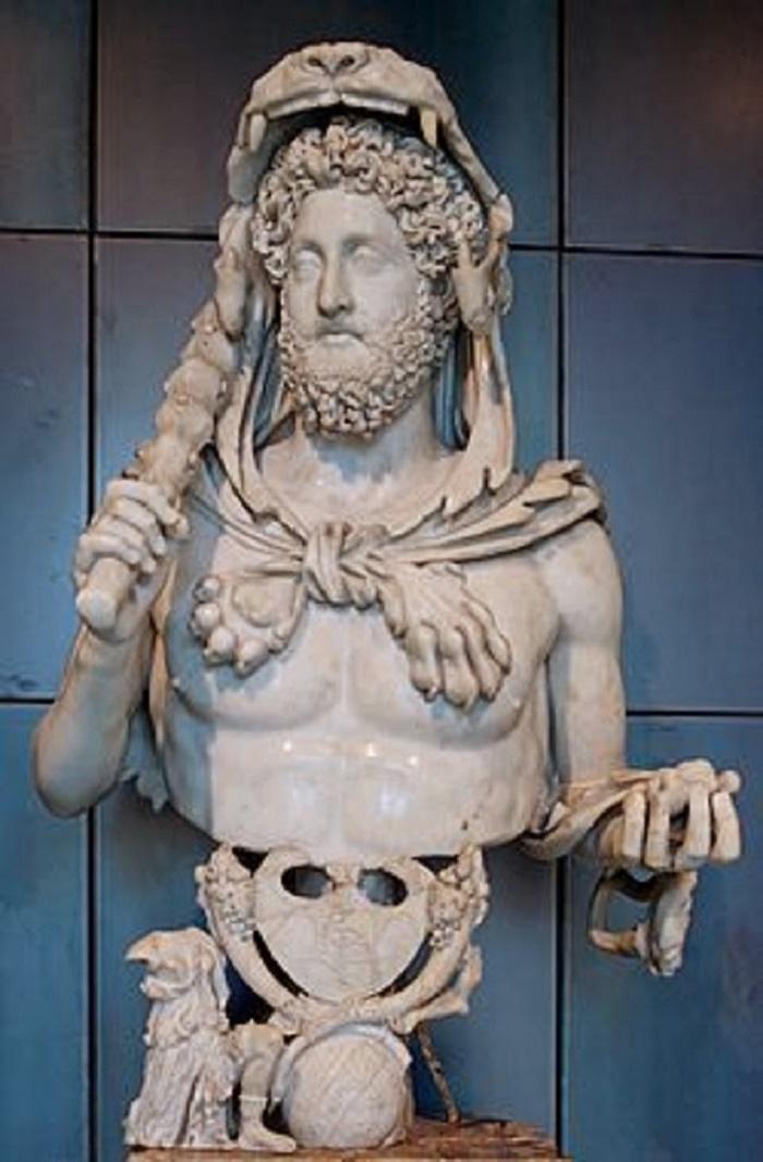 Herakleeksi pukeutuneesta keisari Commoduksesta tehty rintakuva Rooman Musei Capitolinissa.