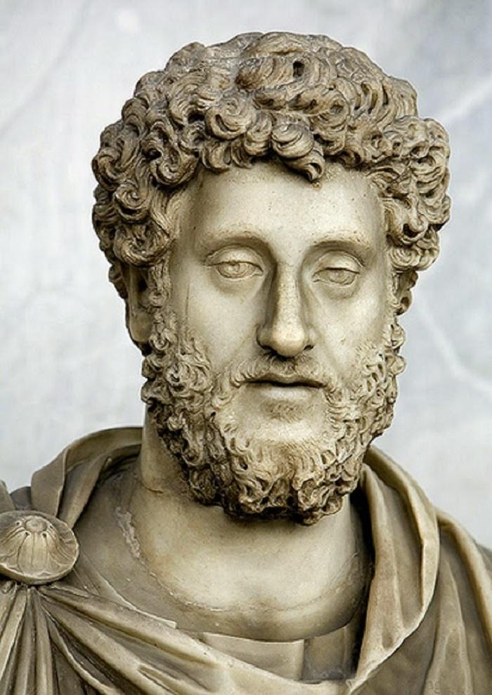 Commodus (keisarina 180-192 jaa.) Koko nimi : Lucius Aurelius Commodus. Syntyi 31. elokuuta 161 jaa. Commodus murhattiin 31. joulukuuta 192 jaa.