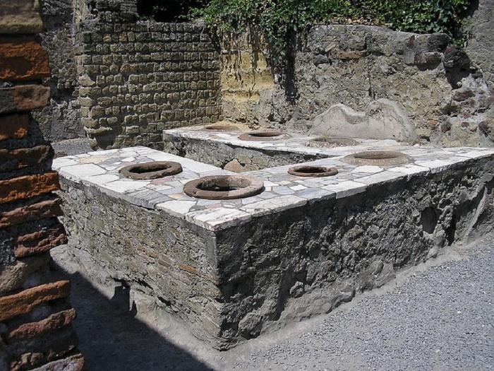 Thermopolium oli eräänlainen pikaruokala jossa vähävaraiset ihmiset, joilla ei ollut varaa omaan keittiöön, saattoivat käydä syömässä lämpimän aterian.