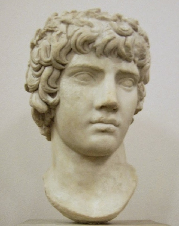 Nuori Antinoos. Pergamon Museo, Berliini.