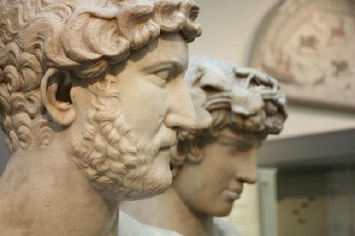 Keisari Hadrianus ja Antinoos (Antinous).