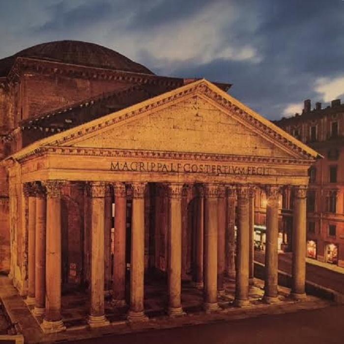 Pantheon on yöaikaan todella kaunis. Valokuvan on ottanut ystäväni Gary.
