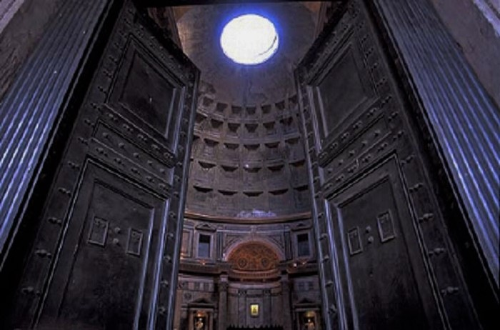 pantheon-door-close
