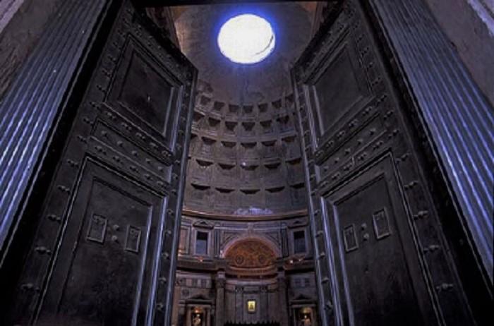 pantheon-door-close