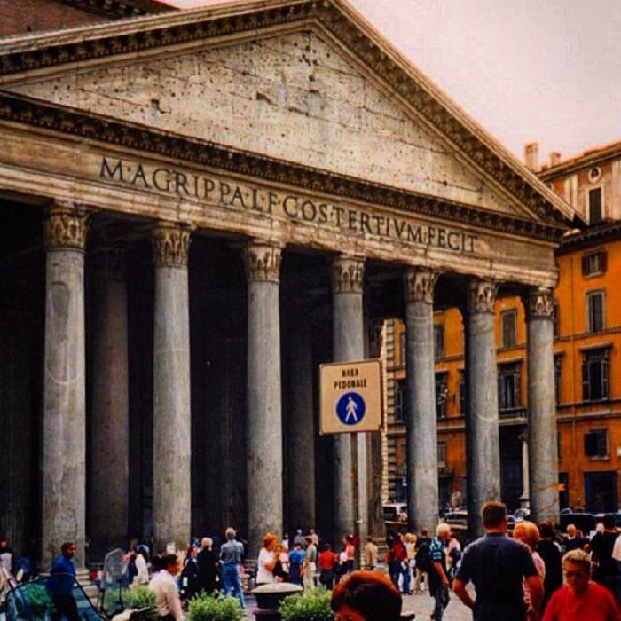 Pantheon. Olen ottanut valokuvan ensimmäisellä Rooman matkallani vuonna 2001.