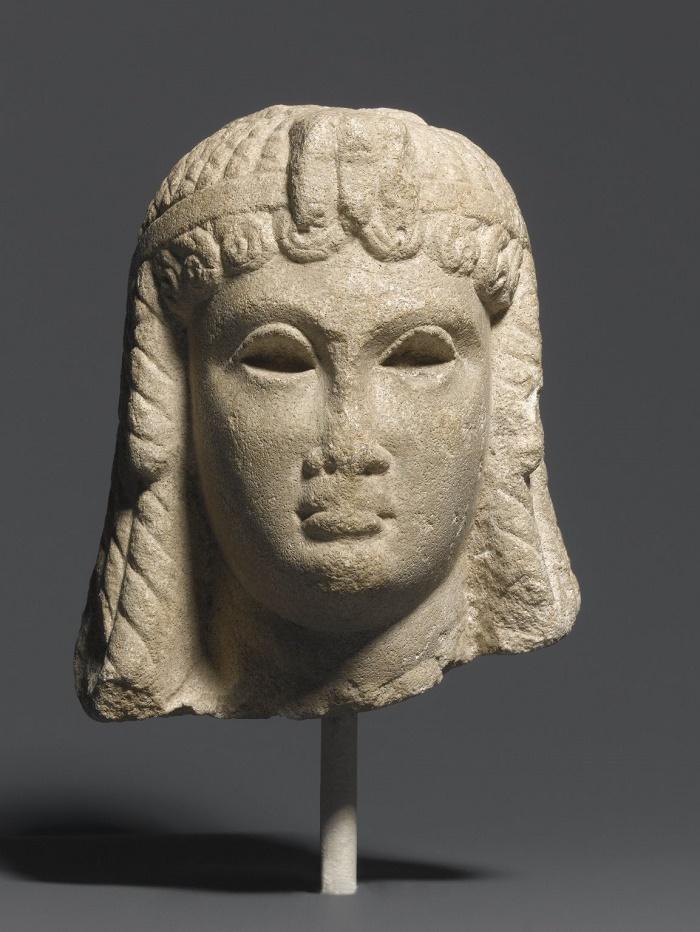 Kleopatra VII?. Mahdollisesti tehty Egyptissä, 30-50 eKr. Brooklyn Museum.