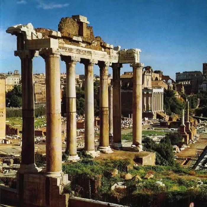 Saturnuksen temppeli Forum Romanumilla.