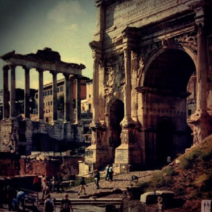 Forum Romanum. Olen ottanut kuvan ensimmäisellä Rooman matkallani vuonna 2001.