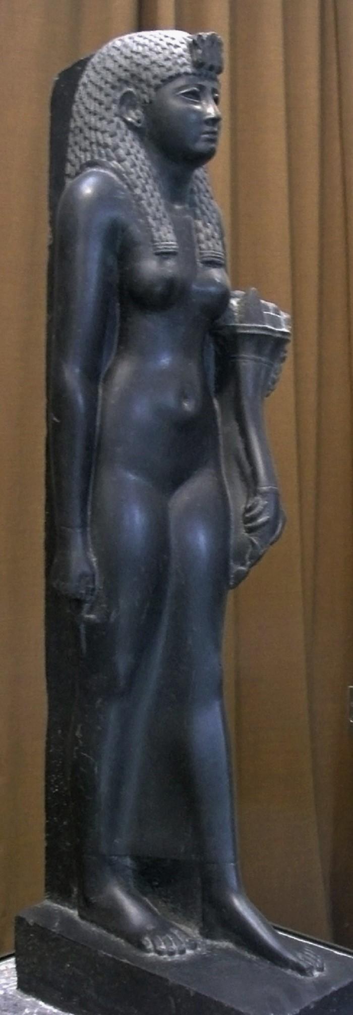 Kleopatraa esittävä patsas, jossa hänet on kuvattu egyptiläisenä jumalattarena. Ensimmäisen vuosisadan loppupuolelta eKr. Hermitage Museo, Pietari.