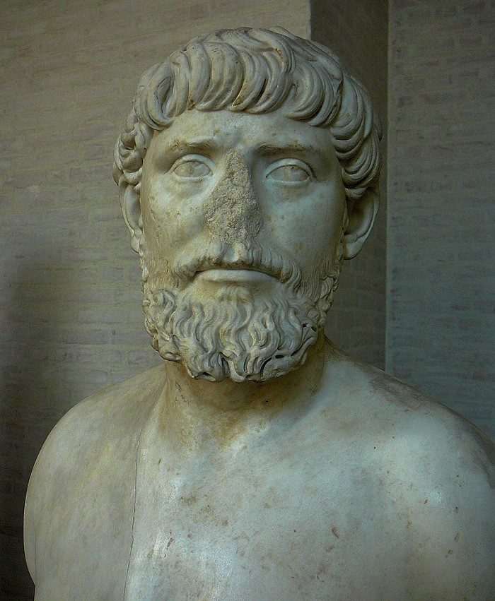 Apollodorosta esittävä patsas on nähtävillä Glyptotek museossa Kööpenhaminassa. Rintakuva on peräisin vuodelta 130 jKr. Kuva: Wikipedia.