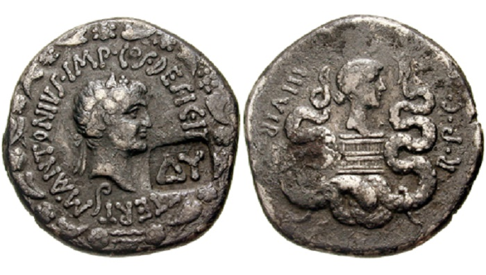 Marcus Antonius kolikossa, taustalla Octavianuksen sisar Octavia. Kuva: Wikipedia.