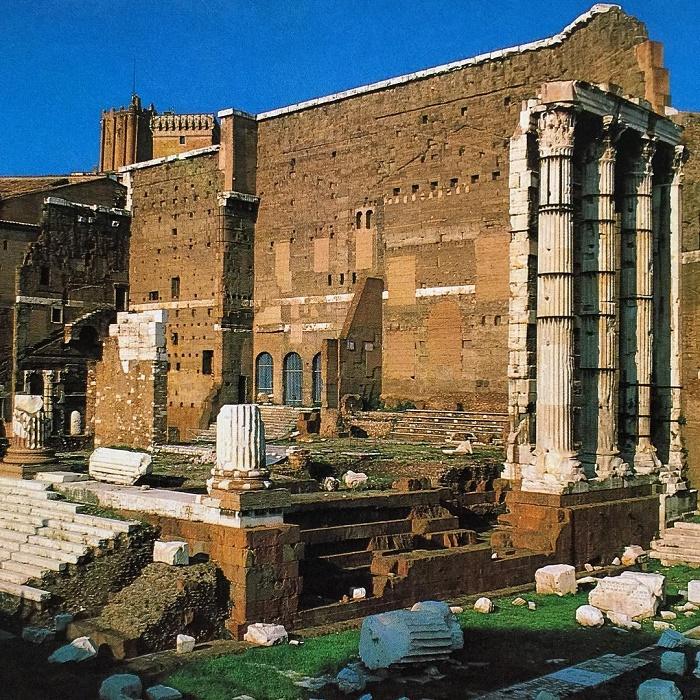 Augustuksen foorumi ja Mars Ultorin temppelin jäännökset.
