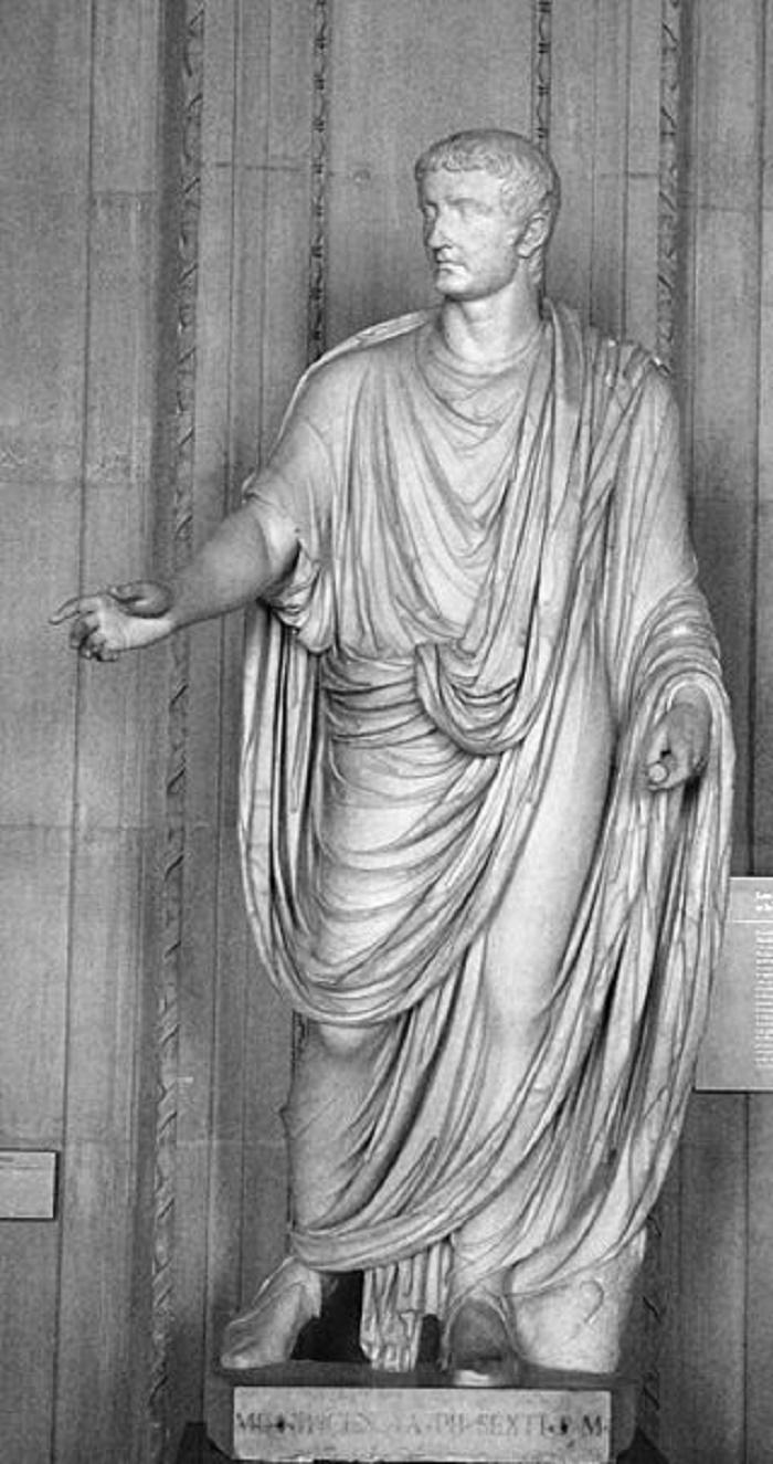 Caprilta löytynyt Tiberiuksen patsas. Valokuva: Wikipedia.