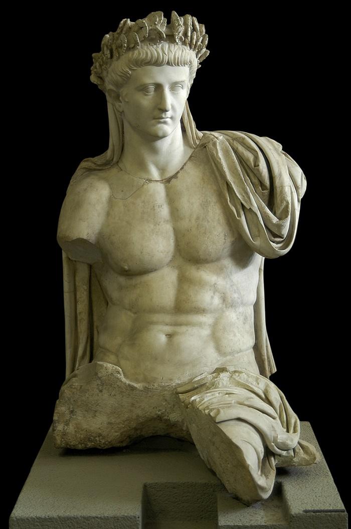 Tiberiusta esittävä marmoripatsas, Vatikaanin Museot.