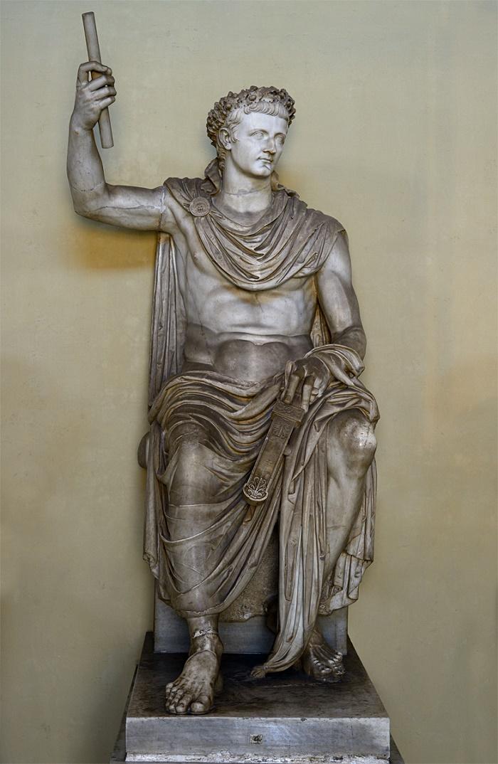 Tiberiusta esittävä patsas Vatikaanin Museot (Chiaramonti Museo). Valokuvaaja tuntematon.