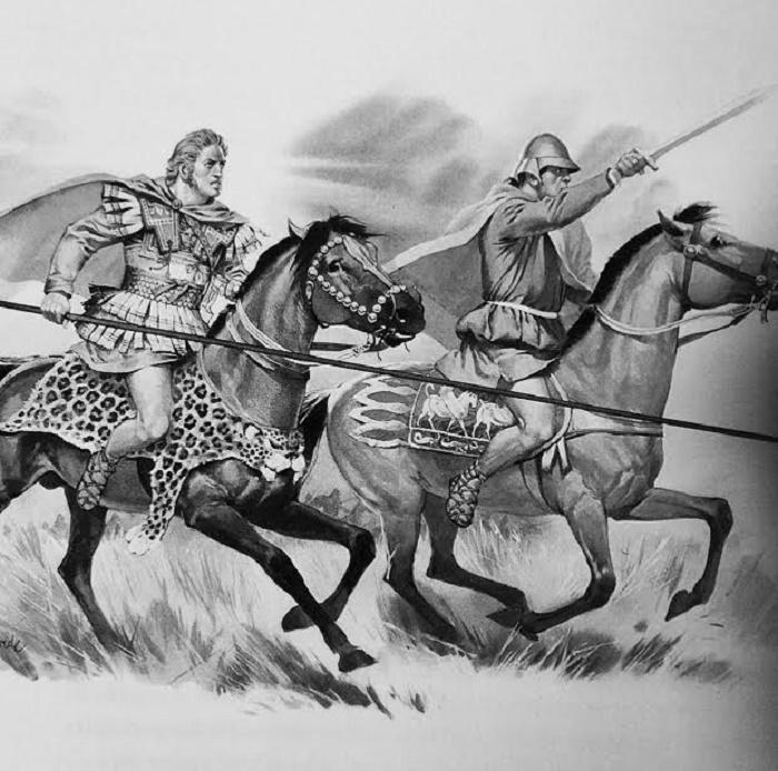 Tässä Aleksanteri on kuvattuna toveriratsuväen ylempänä upseerina. Univormun yksityiskohdat ovat peräisin Aleksanteri-mosaiikista. Ratsumies on otettu Aleksanteri sarkofagista. Hänellä on pitkähihainen tunika ja keltainen viitta, klamys, jollaisia toveriratsuväen miehet käyttivät.