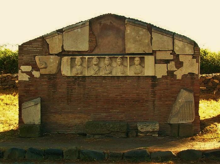 Sepolcro_di_Ilario_Fusco_-_Appia_Antica_(2-7-05) (2)